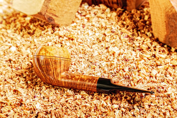 Smoking pipe and wood chips