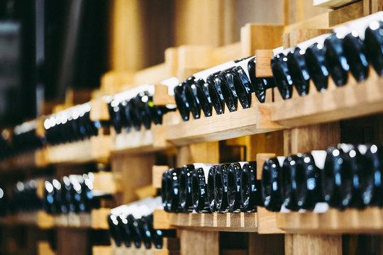 Cave à vins dans un domaine viticole, Bourgogne