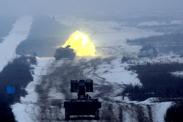 Tank fires during military exercises in the Ukrainian Ground Forces training centre near Honcharivske in Chernihiv region