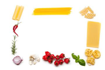 Rahmen aus Pasta und Zutaten