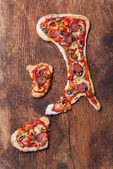Pizza in Form der italienischen Halbinsel