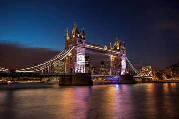 Fototapete - Tower Bridge at night in London, England, UK