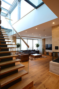 Transparent glazed ramp on ladder staircases in duplex with skylight