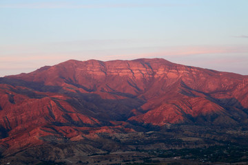 Deurstickers Crimson The Pink Moment in Ojai Mountains