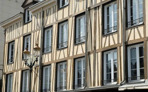 Ville d'Epernay, façade à colombages et réverbère, département de la Marne, France