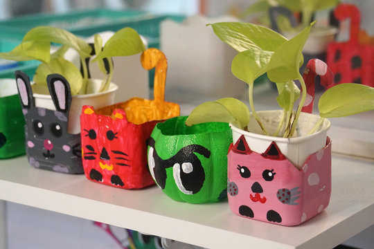 art and craft design kid toys from recycle materials