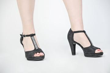 frau schuhe high heels beine füße