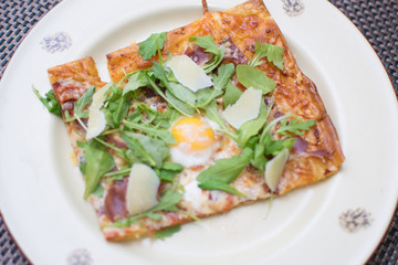 pizza with arugula and quail egg