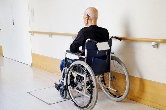 老人 高齢者 車椅子