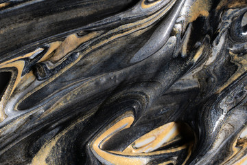 Golden and silver pigment in black dye