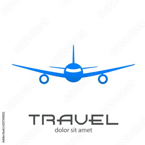 Logotipo con texto TRAVEL en avión vista frontal en color azul ...