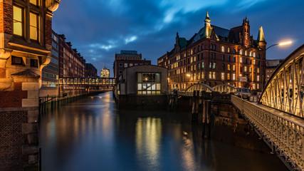 Abends in der Speicherstadt in Hamburg