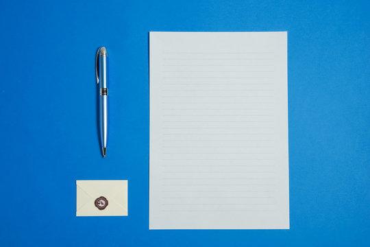 Letter, pen and envelope.  手紙とペンと封筒