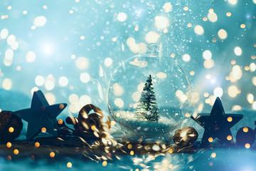 christbaum in Kugel aus Glas