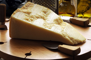 Formaggio Grana padano o Parmigiano reggiano  Cucina italiana