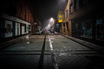 Autocollant pour porte Cracovie Valladolid ciudad histórica y cultural en España por la noche con niebla ..