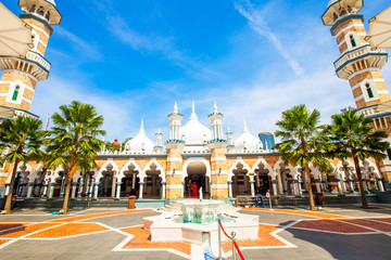 Spoed Fotobehang Aziatische Plekken Masjid Jamek mosque in Kuala Lumpur