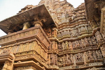 インドの世界遺産 カジュラーホー寺院 芸術的な彫刻と女神像