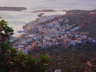 Papiers peints Aubergine Paysage et villa de Crète
