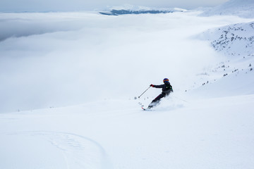 Fototapete - A woman is skiing on the slope.