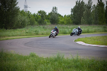 Race between two motorcycle athletes.