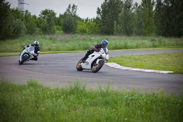 Dangerous race between two motorcycle athletes.