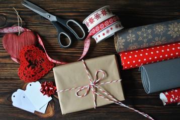 Obraz Pakowanie prezentów na Boże Narodzenie - fototapety do salonu