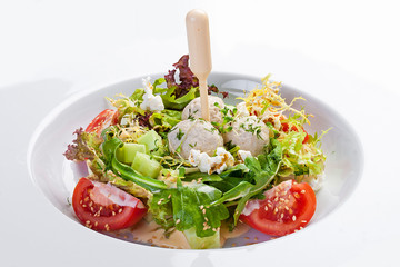 Salad with Turkey meatballs