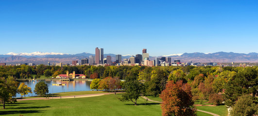 Fototapete - Skyline of Denver downtown with Rocky Mountains