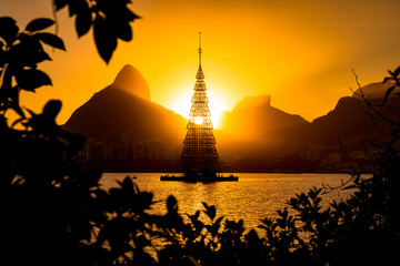 Fototapete - Beautiful sunset view with structure of Christmas Tree in Rodrigo de Freitas lagoon