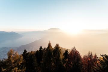 Blick von der Cardada über Locarno, Ascona und den Lago Maggiore, Tessin, Schweiz.