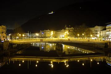 Kurstadt Bad Ems an der Lahn bei Nacht - Stockfoto