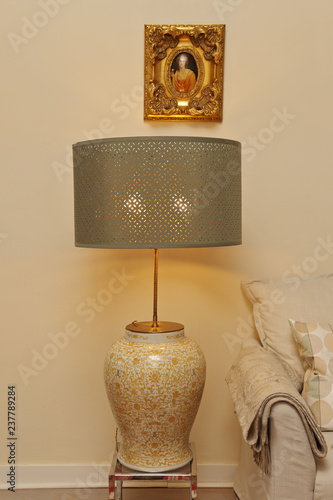 Lampe A Poser Salon Avec Abat Jour Metal Stock Photo And Royalty