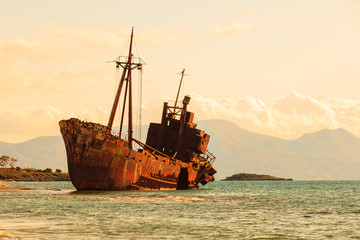 In de dag Schip The famous shipwreck near Gythio Greece