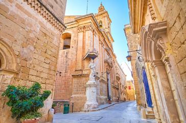 Obraz Walk along Mdina streets, Malta - fototapety do salonu