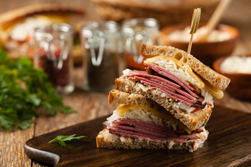 Foto op Plexiglas Snack Ruben sandwich. New York sandwich with pastrami, sauce 1000 islands and sauerkraut.
