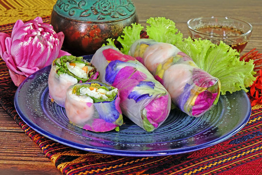 Spring rolls : Edible flowers spring rolls. Beautiful and delicious Thai cuisine. Colorful appitizers made from edible flowers, shrimps, rice noodle and organic vegetables wrapped with rice paper.