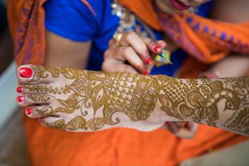applying henna , bride, Hindu wedding ,Rajasthan, India