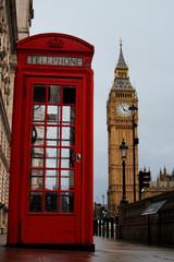 Papiers peints Rouge, noir, blanc Red box Telephone and Big ben