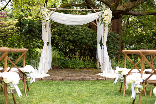 Lacer wedding alter at an outdoor ceremony