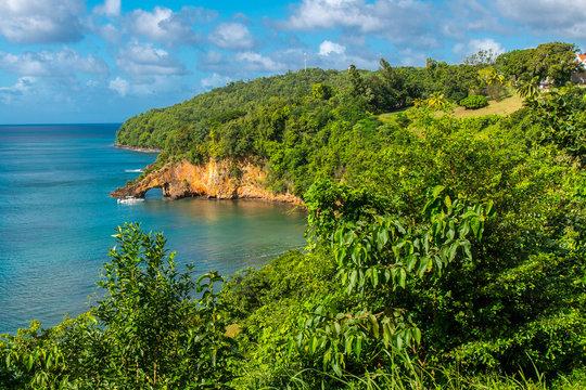 Lovers Rock San Lucia - Felsenbrücke in der Karibik
