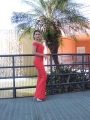 foto de mulher linda e estilosa de roupa vermelha