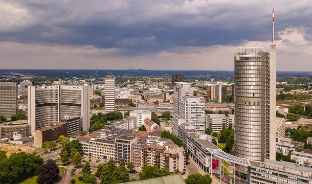 Skyline der Stadt Essen im Ruhrgebiet (Deutschland)