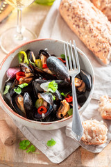 Spicy mussels with garlic and fresh coriander