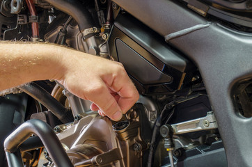 Detail view control of oil level in motorcycle engine