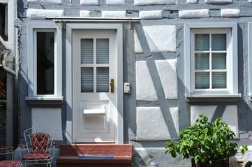 Renovierter Hauseingang an einem Fachwerkhaus