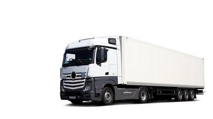 Freigestellter LKW, fahrend auf Straße fotografiert