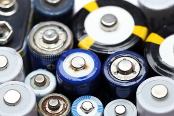 Batterien und Akkus