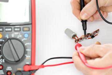 Elektronikbauteile messen