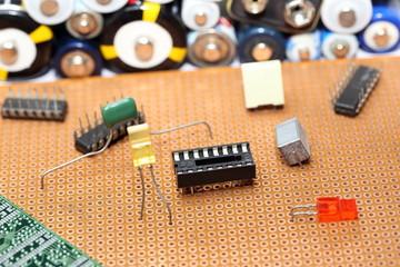 elektronische Bauteile mit Platine